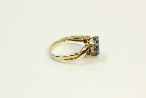 9ct Gold Blue Topaz Dress Ring