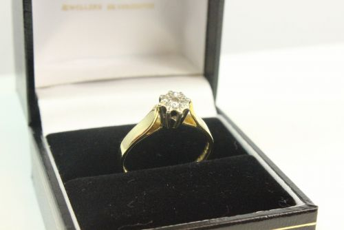 18ct Gold Ladies Diamond Solitaire Ring.