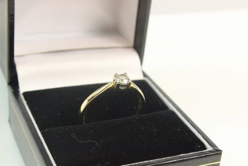 18ct Gold Diamond 0.20ct Single Stone Ring.
