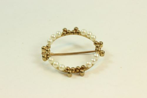 9ct Gold Pearl Set Brooch.
