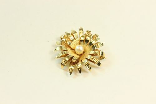 9ct Gold Pearl Set Fancy Brooch