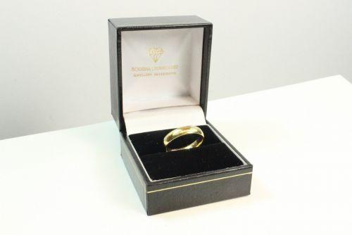 18ct Gold Wedding Ring.