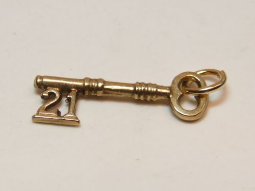 9ct Gold 21 Key Charm/Pendant