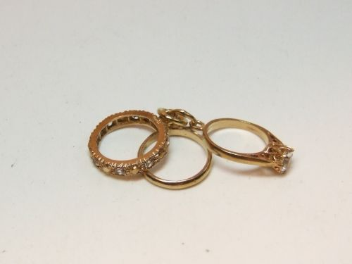 9ct Gold 3 Rings Charm