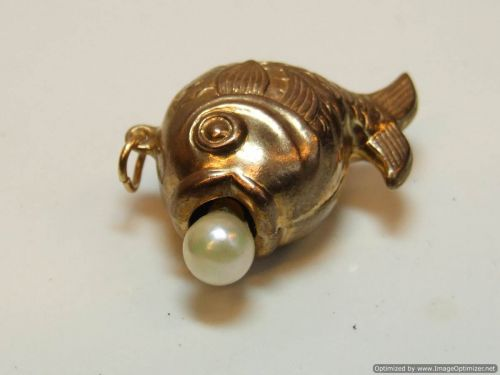 9ct Gold Hollow Charm-Fish with Pearl