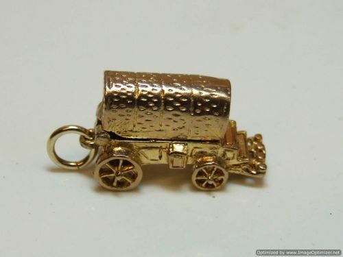 9ct Gold Solid 2 part Charm-Wagon